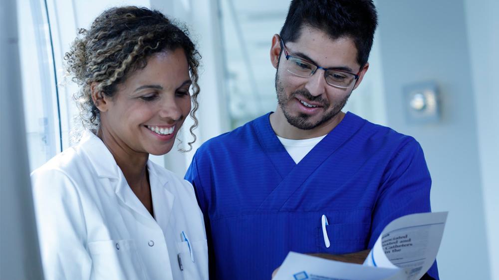 wellspect-health-economy-series-no1 Health care profesisonals share information